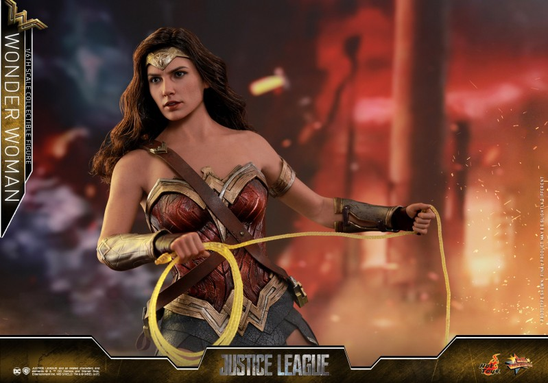 Hot-Toys-Justice-League-Wonder-Woman-collectible-figure_PR10.jpg
