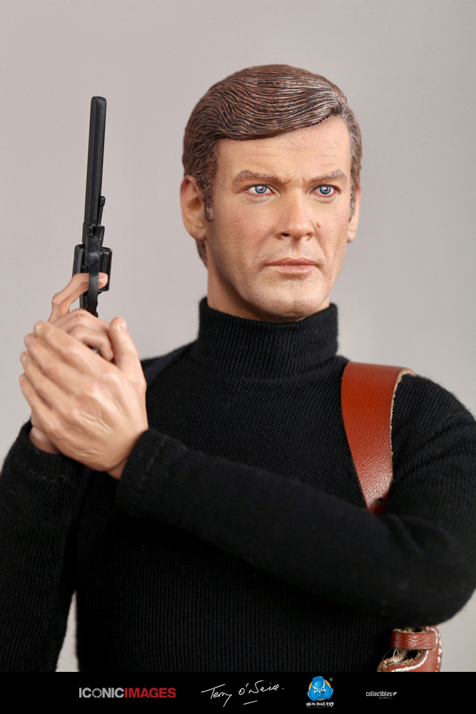DID Roger Moore Officially Licensed Action Figure 4.jpg