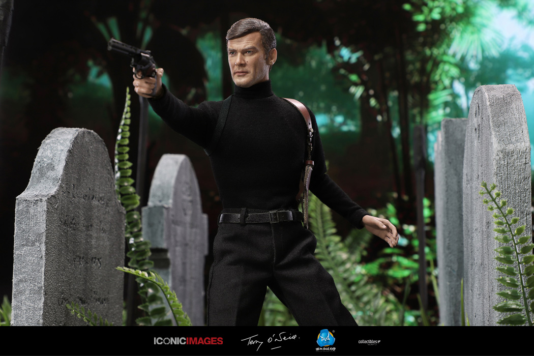 DID Roger Moore Officially Licensed Action Figure 6.jpg