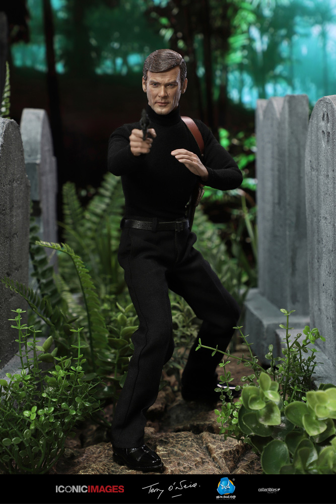 DID Roger Moore Officially Licensed Action Figure 8.jpg
