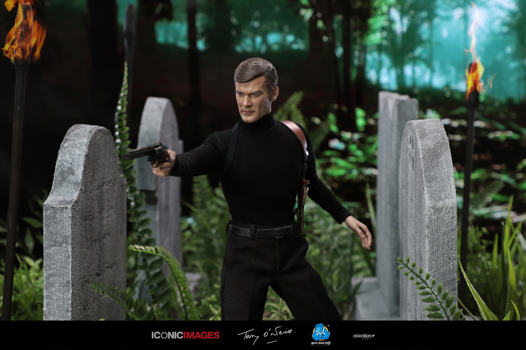 DID Roger Moore Officially Licensed Action Figure 9.jpg