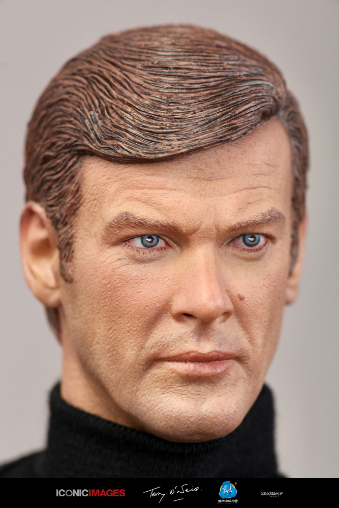 DID Roger Moore Officially Licensed Action Figure 13.jpg