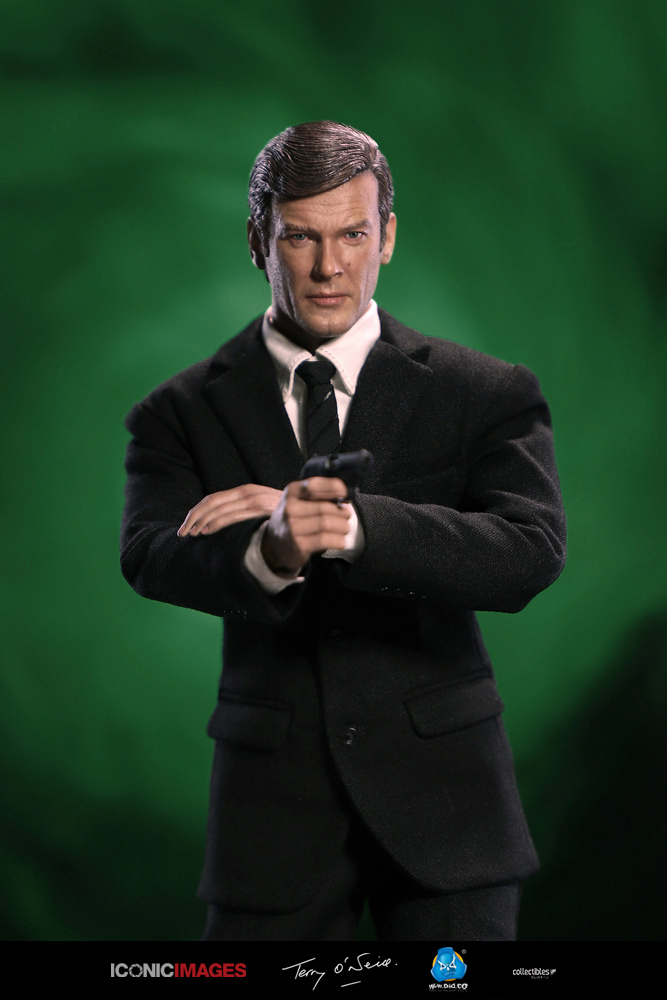 DID Roger Moore Officially Licensed Action Figure 15.jpg