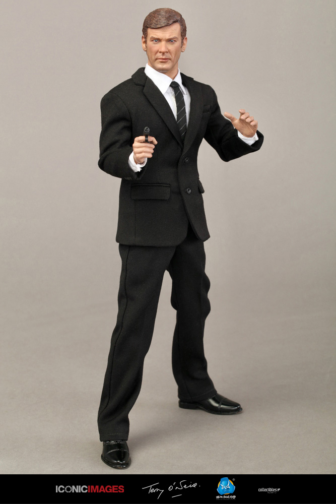 DID Roger Moore Officially Licensed Action Figure 19.jpg