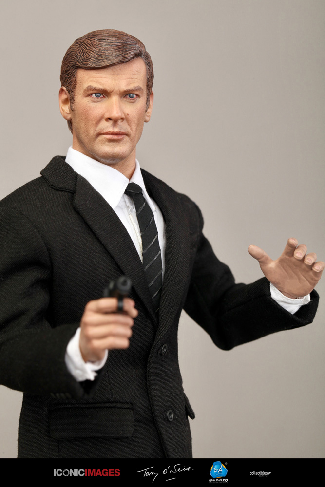 DID Roger Moore Officially Licensed Action Figure 21.jpg